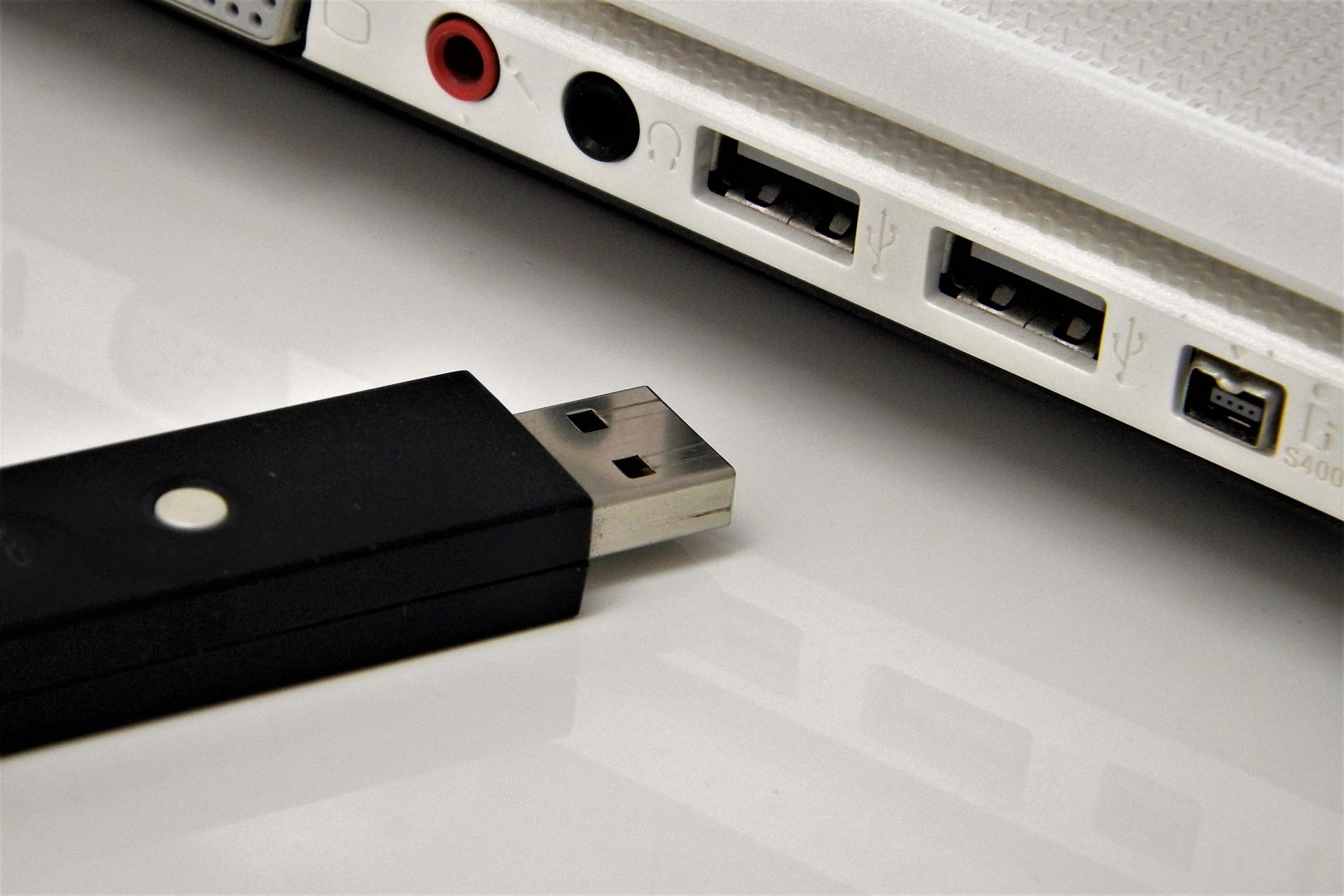 企業は使用を禁止すべき? USBメモリの危険性
